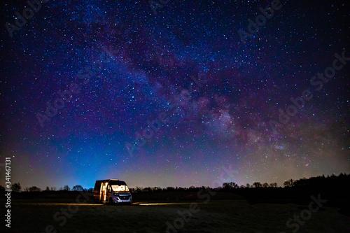 Campervan unter Sternen