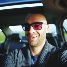Portrait Of Mid Adult Man Wearing Sunglasses While Sitting In Car