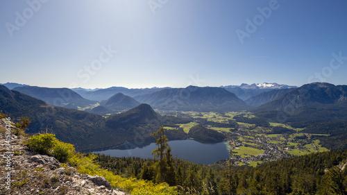 Photo Blick vom Loser über Altaussee mit dem Dachsteingletscher im Hintergrund, Österr