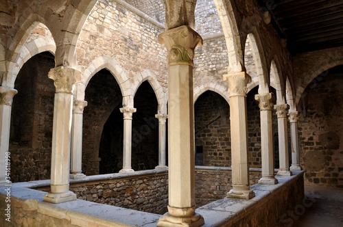 Fototapeta France, côte d'azur, îles de Lérins, le monastère fortifié a été construit dès la fin du XI ème siècle, ce monument historique servait à protéger les moines des attaques des sarrasins