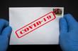 Przesyłki pocztowe mogą rozprzestrzeniać Koronawirusa a rękawice ochronne mogą temu zapobiec lub przynajmniej zminimalizować ryzyko zakażenia.