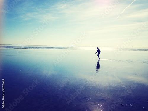 Fotografiet Silhouette Man Walking At Beach
