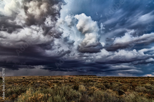 Photo Storm Clouds Over Field
