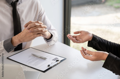 Photo Office executives are interviewing job applicants in the meeting room