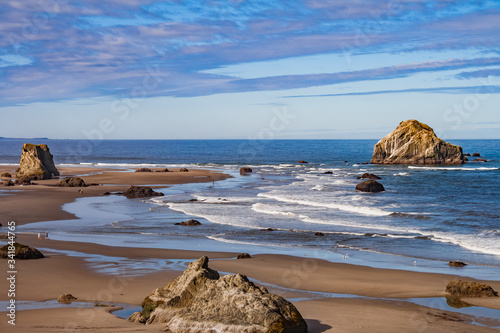 Fotografía cliffside view  of soothing majestic Oregon beach