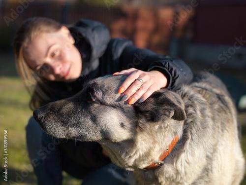 Valokuvatapetti Woman with unfriendly dog