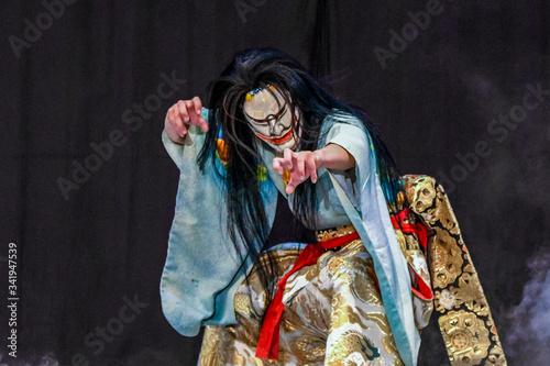日本、広島、広島神楽、芸北神楽、神楽「紅葉狩」、鬼女大王、伝統芸能の魅力 Wallpaper Mural