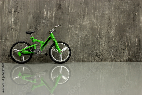 фотография Toy model - full-suspension mountain bike on a gray background, copy space