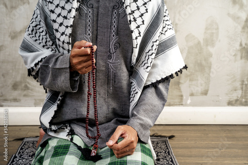 gesture of hand pray in islamic culture couting on prayer beads Canvas Print