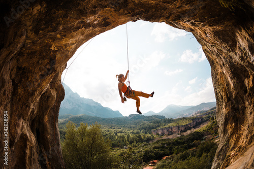 Foto Rock climber hanging on a rope.