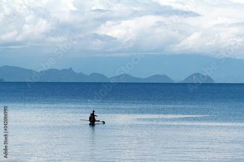 Inspection de pêche ! Mer calme ! Canvas Print