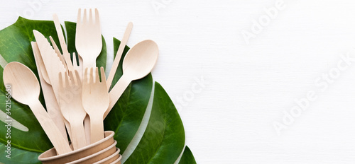 Fotografía banner eco friendly disposable kitchenware utensils on white background