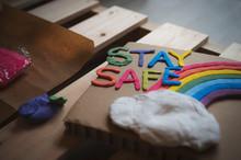 紙粘土で作る虹の制作...