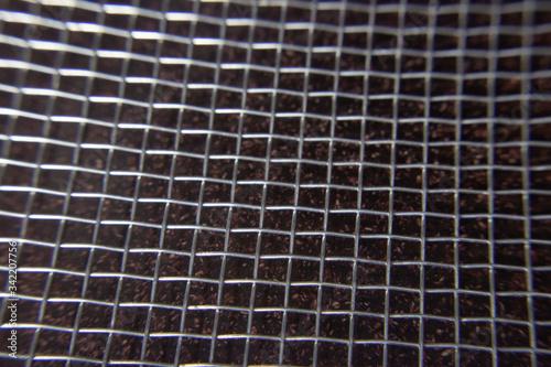 Tela Textura de grade de arame sobre fundo preto
