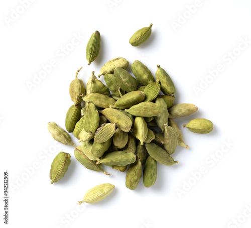 Obraz na plátně Cardamom seeds placed on a white background