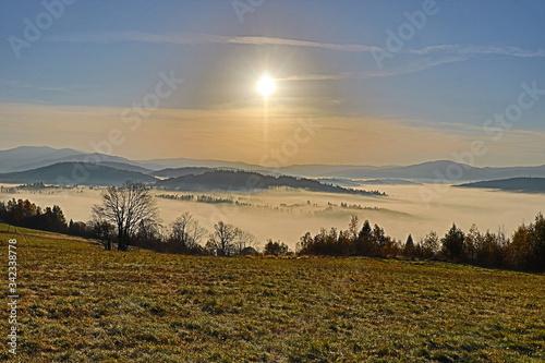 Fototapeta Wschód słońca w Koniakowie na poz. 850 mnpm, Beskidy Polska obraz