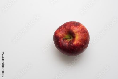 Fototapeta Czerwone jabłko na białym tle obraz