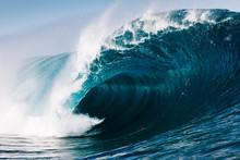 Close-up Of Sea Waves Splashin...