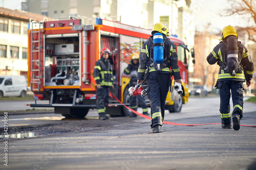 Valokuva firefighters successfully completed the firefighting.
