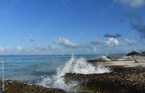 Photo Water and Waves Crashing Ashore in Aruba