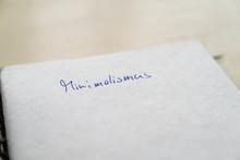 Buch Mit Wort Minimalismus Clo...