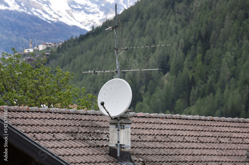 antenna sat tv satellite tetto antennista Canvas Print