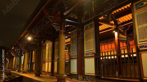 Valokuvatapetti The Taipei Confucius Temple with rain, Promenade of the Confucian Temple