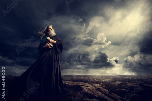 Fotografía Monk Holding Bible Looking Up to God Sky Light, Old Priest in Black Robe in Stor