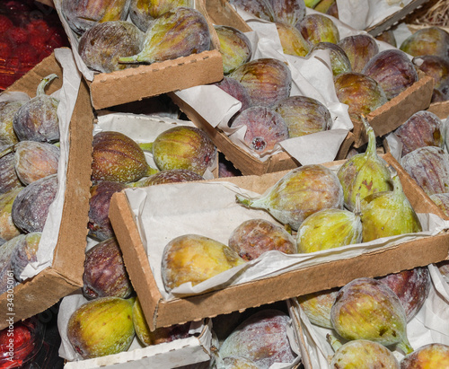 Ripened figs in boxes for sale at the farmers market Tablou Canvas