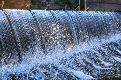 Photo Chute d'eau, barrage hydroélectrique, Ambialet, Tarn