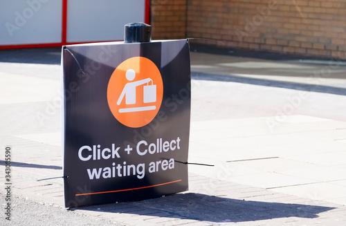 Fotomural Click collect online internet shopping sign at shop car park lane