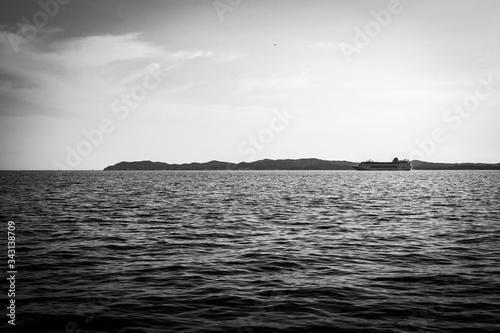 Bateau sur l'eau calme Canvas Print