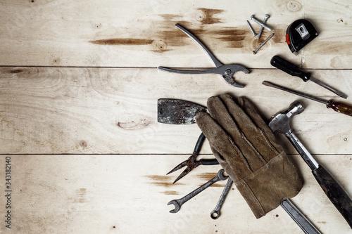Herramientas de trabajo sobre fondo rústico de madera Canvas Print
