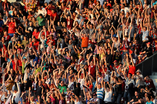 Foto Full Frame Shot Of Spectators Cheering At Stadium