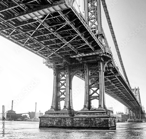 Low Angle View Of Manhattan Bridge Over East River Against Sky Fototapet