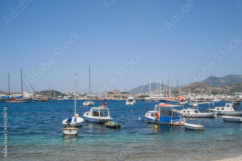 Cuadros en Lienzo yates y veleros en bahia