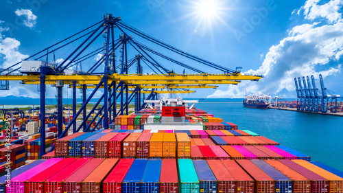 Foto Container ship unloading in deep sea port, Global business logistic import export freight shipping transportation oversea worldwide by container ship open sea, Container vessel loading cargo freight