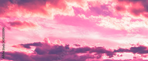 Fotografia pink and purple color in sky and clouds in twilight time