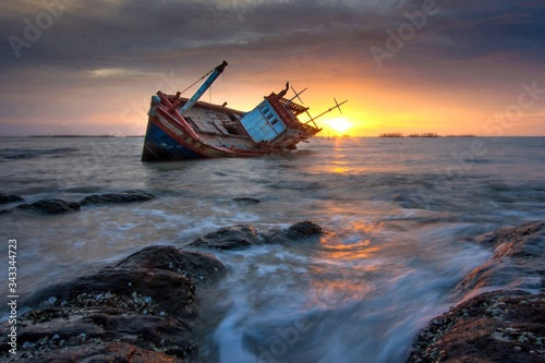 Fototapeta Ship In Sea At Sunset obraz
