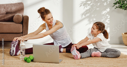 Fotografía Happy mother and daughter exercising together at home