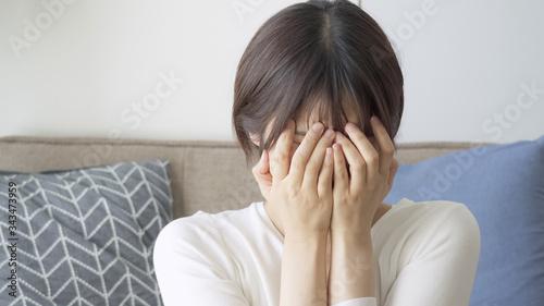 女性 泣く Canvas Print
