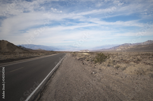 Route 66 Las Vegas.  Deserto in solitudine Wallpaper Mural