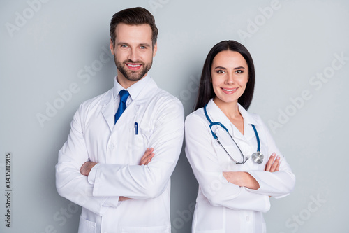 Obraz na plátne Photo of handsome doc guy lady patient consultation virology clinic stand back-t