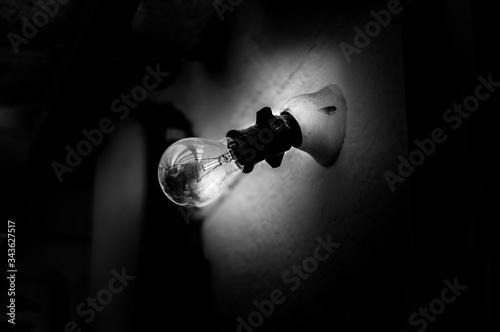 light bulb on black background Wallpaper Mural