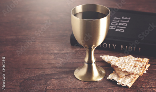 Fotografia Holy Communion or the Lords Supper Prepared on a Dark Wood Table