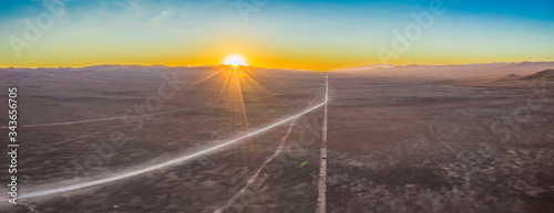 Photo Exploring Atacama Desert vast dry extensions in the driest area of this amazing desert on an infinite dirt road