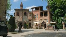 Il Villaggio Neomedievale Di G...