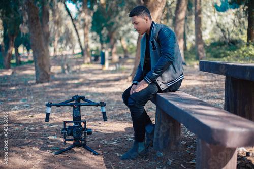 Fotografie, Obraz A filmmaker looks at his camera