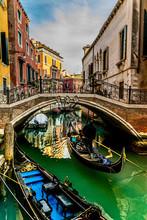 Venezia 03 - Gondole In Un Can...