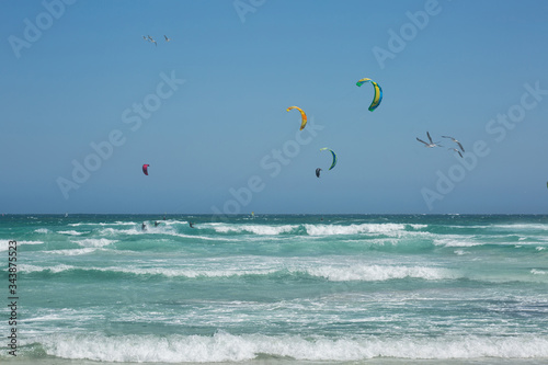 Valokuvatapetti kite surfing competition in Cape of Good Hope
